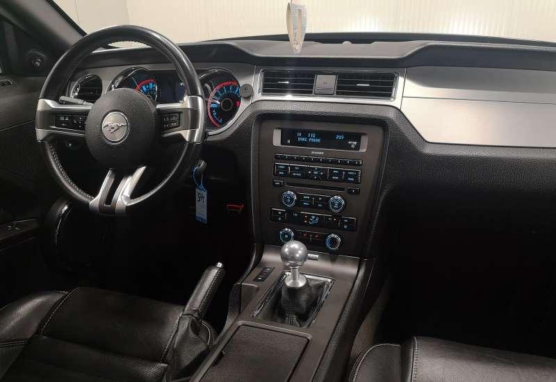 Cumpara Ford Mustang 2013 cu 107,332 kilometrii