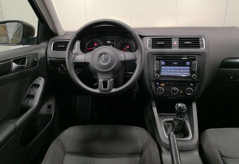 Cumpara Volkswagen Jetta 2014 cu 103,564 kilometrii   posibilitate leasing