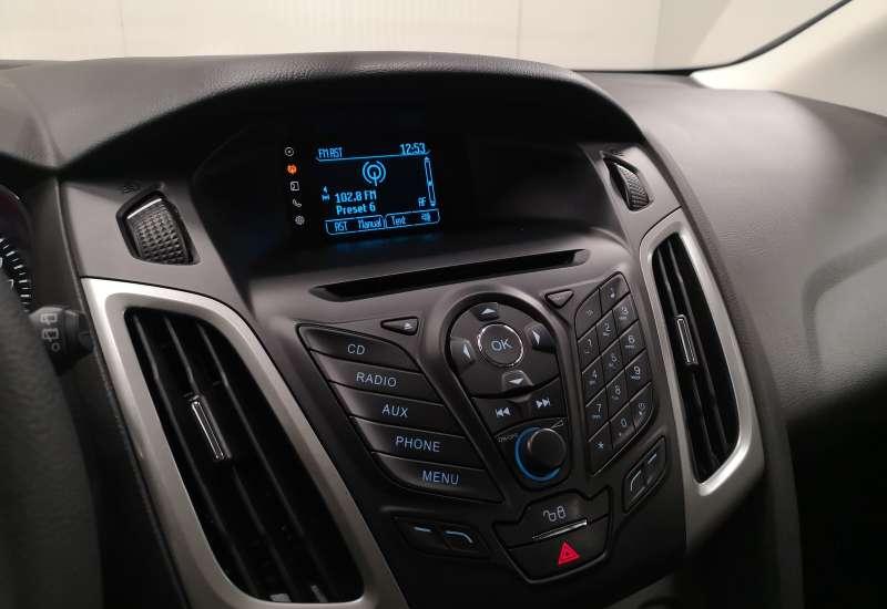 Cumpara Ford Focus 2014 cu 67,014 kilometrii   posibilitate leasing