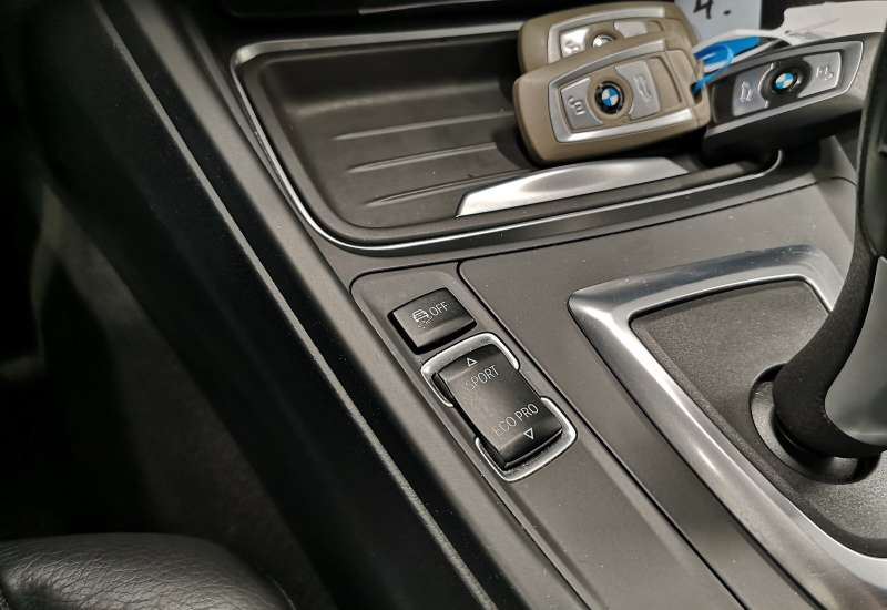 Cumpara BMW Seria 3 2012 cu 144,813 kilometrii   posibilitate leasing