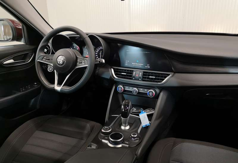 Cumpara Alfa Romeo Giulia 2017 cu 20,748 kilometrii   posibilitate leasing