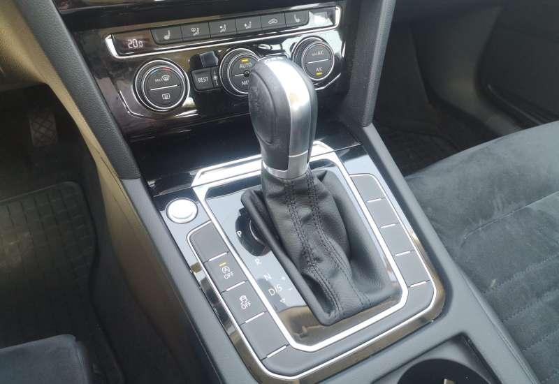 Cumpara Volkswagen Passat 2015 cu 42,884 kilometrii   posibilitate leasing