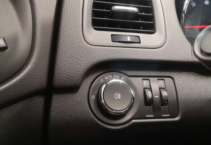 Cumpara Opel Insignia 2015 cu 58,716 kilometri   posibilitate leasing