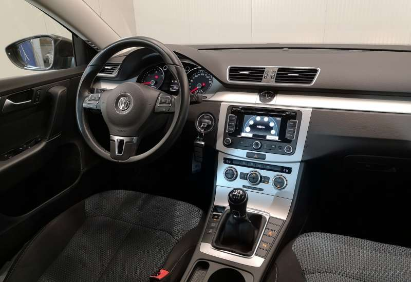 Cumpara Volkswagen Passat 2014 cu 170,904 kilometri   posibilitate leasing