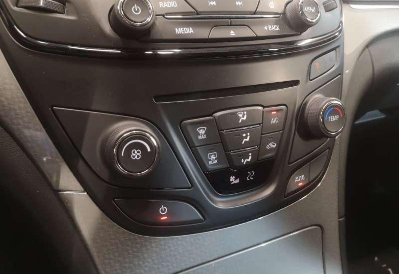 Cumpara Opel Insignia 2015 cu 68,966 kilometri   posibilitate leasing
