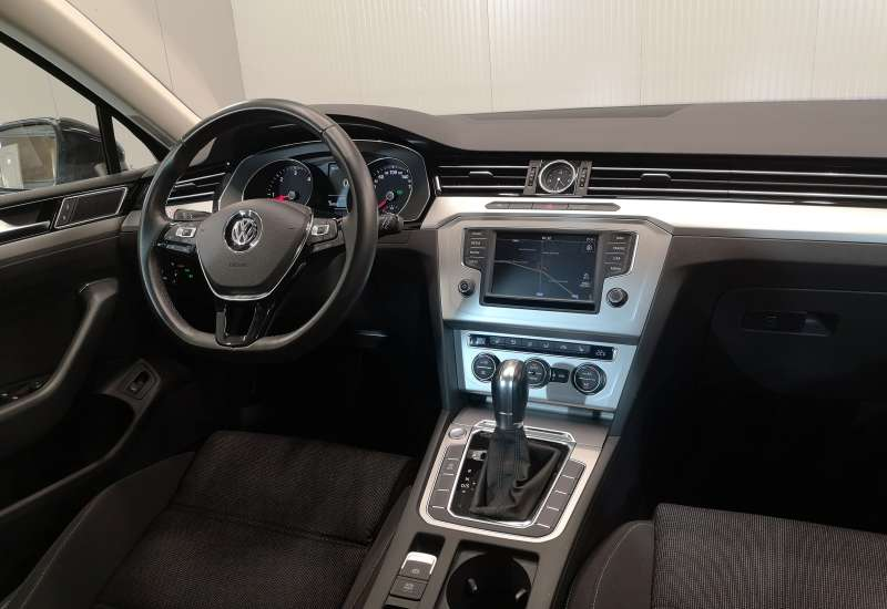 Cumpara Volkswagen Passat 2015 cu 134,383 kilometri   posibilitate leasing