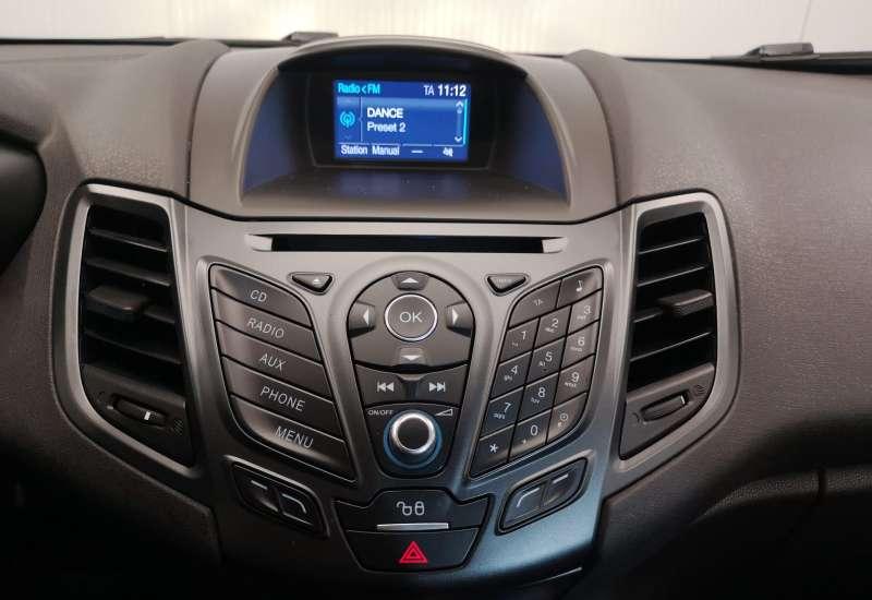 Cumpara Ford Fiesta 2015 cu 127,642 kilometri   posibilitate leasing