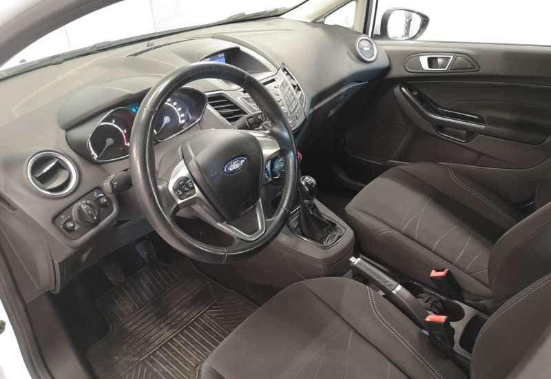 Cumpara Ford Fiesta 2016 cu 75,005 kilometri   posibilitate leasing