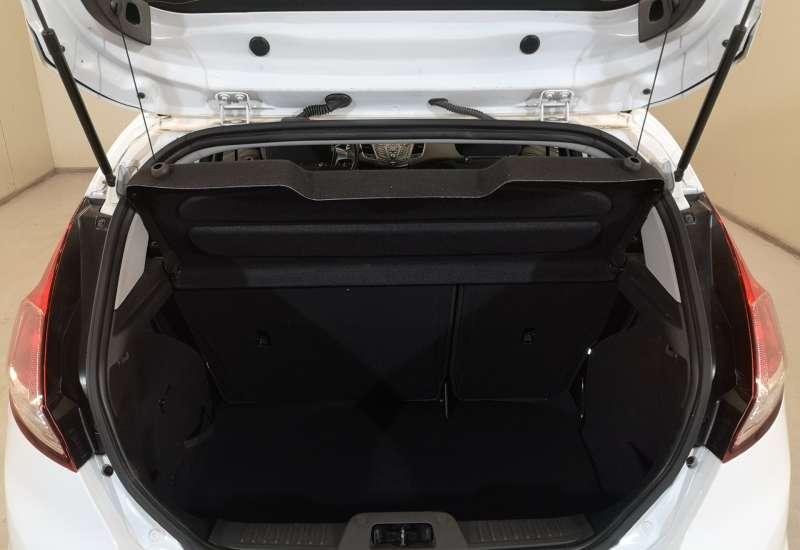 Cumpara Ford Fiesta 2016 cu 119,566 kilometri   posibilitate leasing